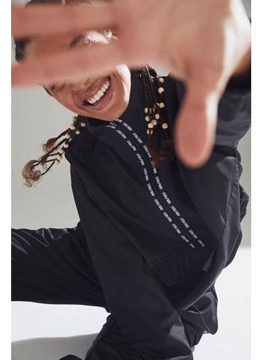 DeFacto Dik Yaka Kanguru Cepli Fermuar Detaylı Sweatshirt Siyah